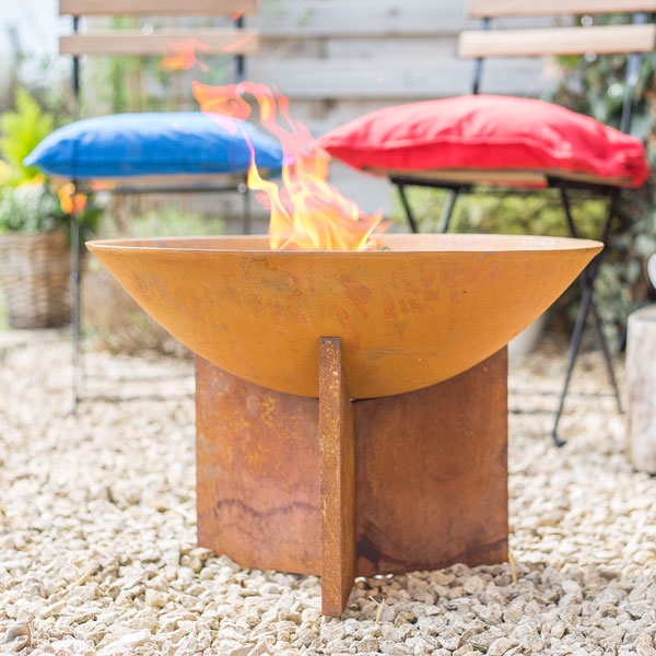 La Hacienda Kala Oxidised Cast Iron Firepit with Steel Stand - Natural Rusted